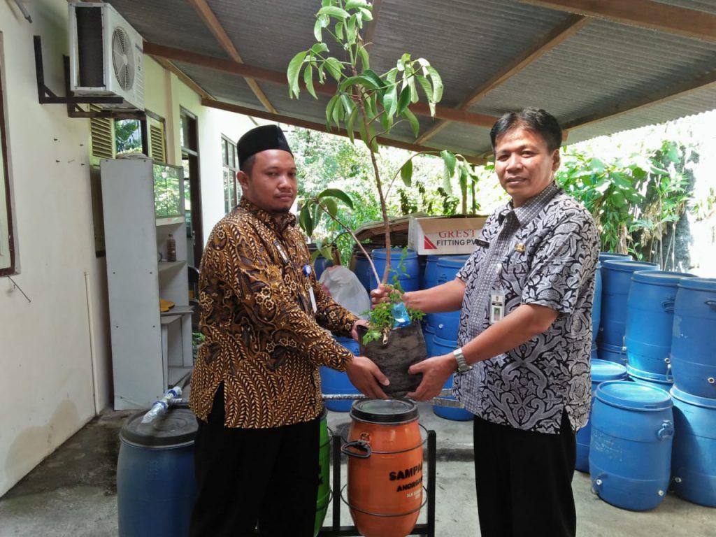 DLH Solo Bantu SD Muhammadiyah 1 Ketelan, Sukseskan Sekolah Adiwiyata