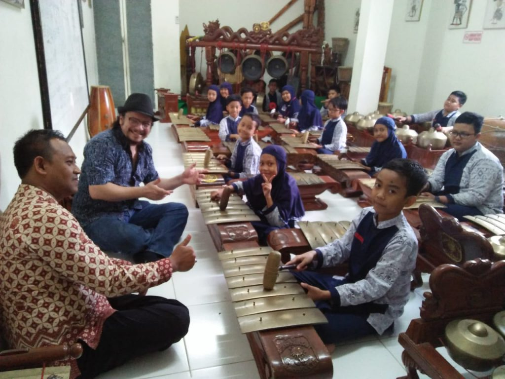 Gaung Karawitan SD Muhammadiyah 1 Ketelan, Solo, memikat warga Eropa