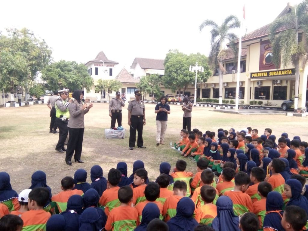 Puluhan Siswa SD Muh 1 Outing Class di Polresta Solo