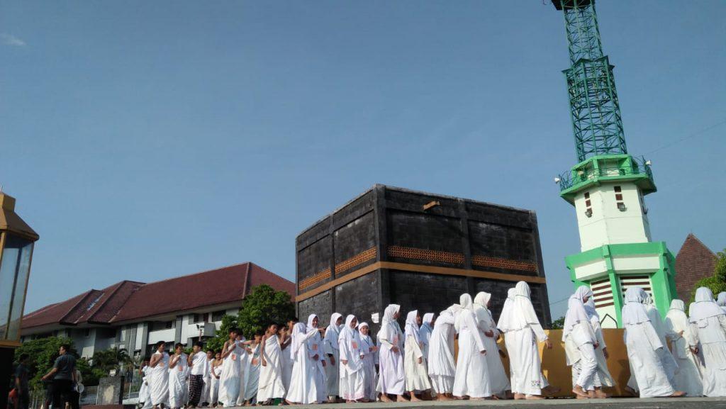 Kenalkan Rukun Islam, Ratusan Siswa SD Muh 1 Ikuti Manasik Haji