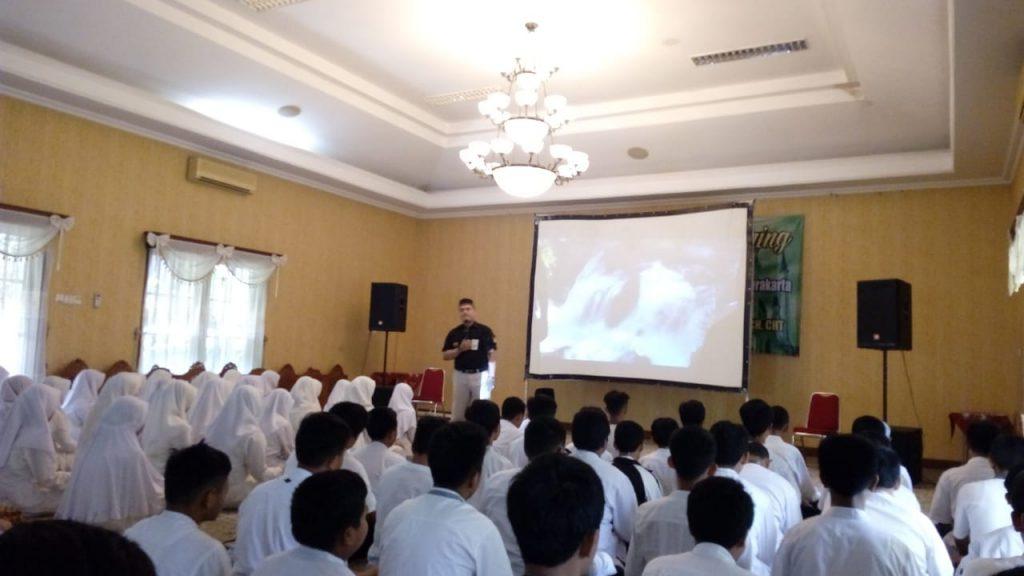Tingkatkan Motivasi Belajar Siswa dengan Spiritual Building Training