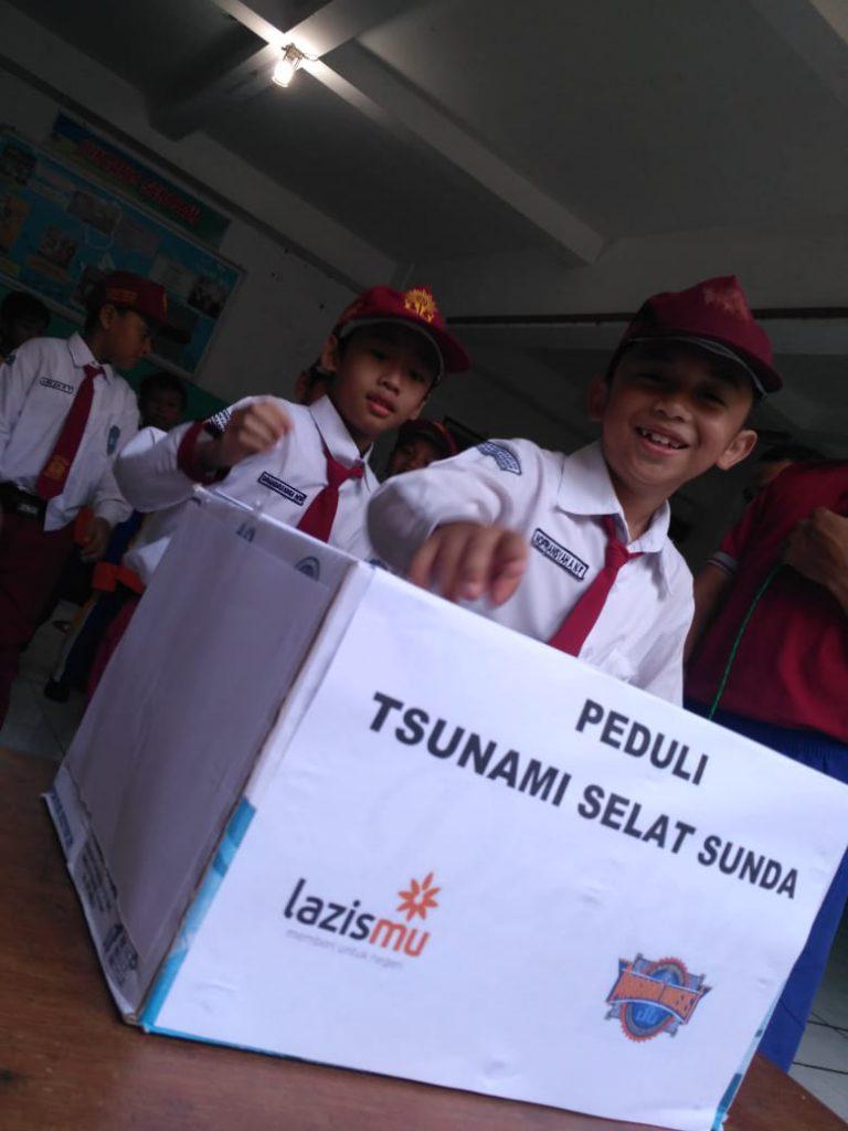 SD Muhammadiyah PK Solo Peduli Tsunami Selat Sunda