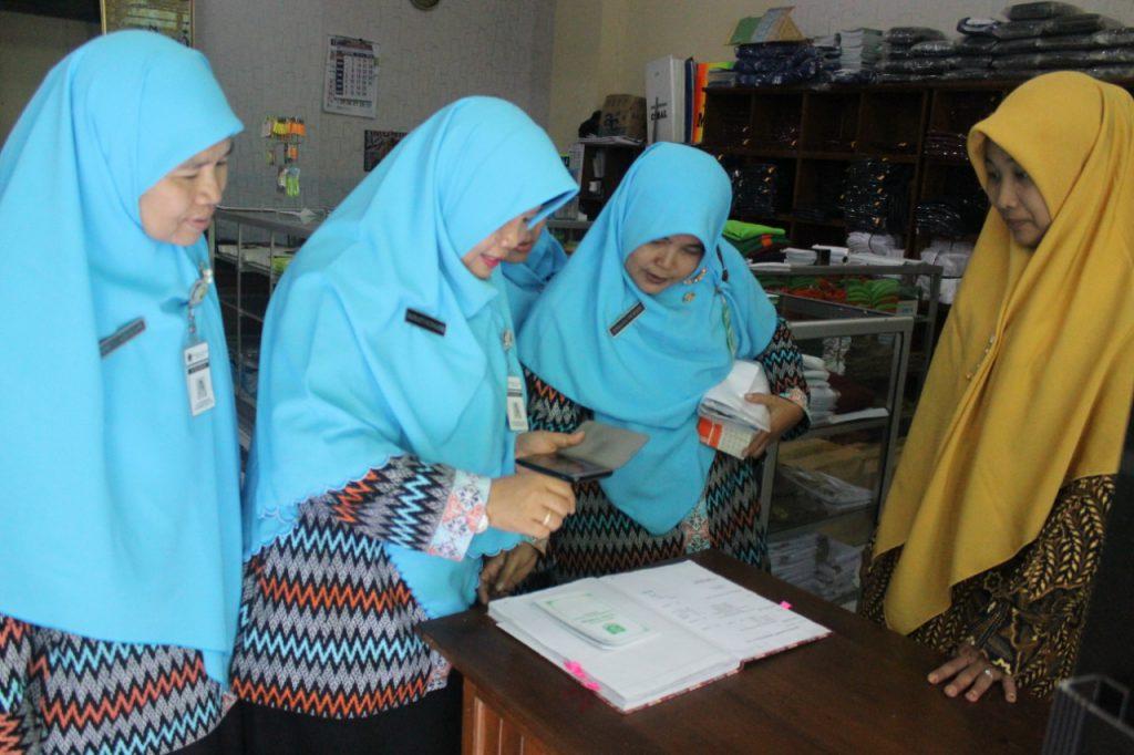 Dua Sekolah Muhammadiyah di wilayah Solo studi banding mengenai pengembangan BUM'S  SD Muhammadiyah 1 Ketelan Solo