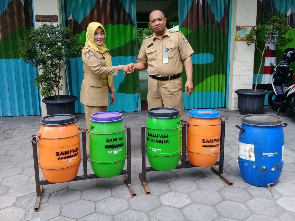 SD Muh 1 Solo Terima Bantuan Komposter dari DLH Solo