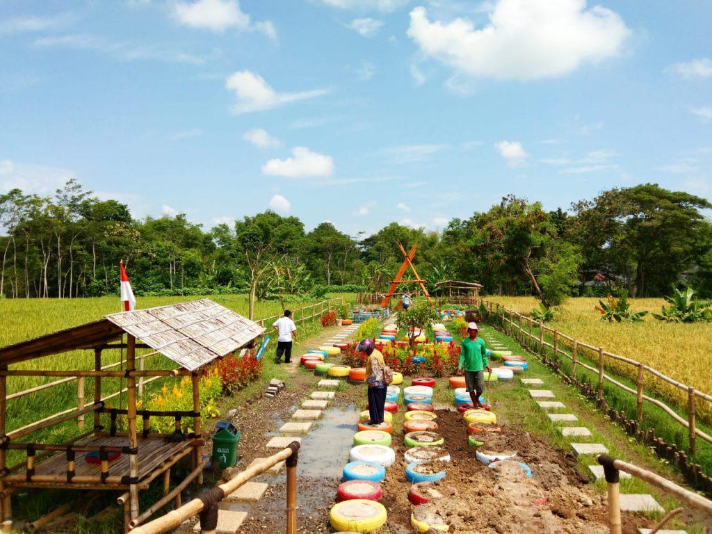 Siswa SMP Muhammadiyah PK Solo Hidup Bersama Orang Tua Asuh Dalam Program Home Stay di Desa Segaran
