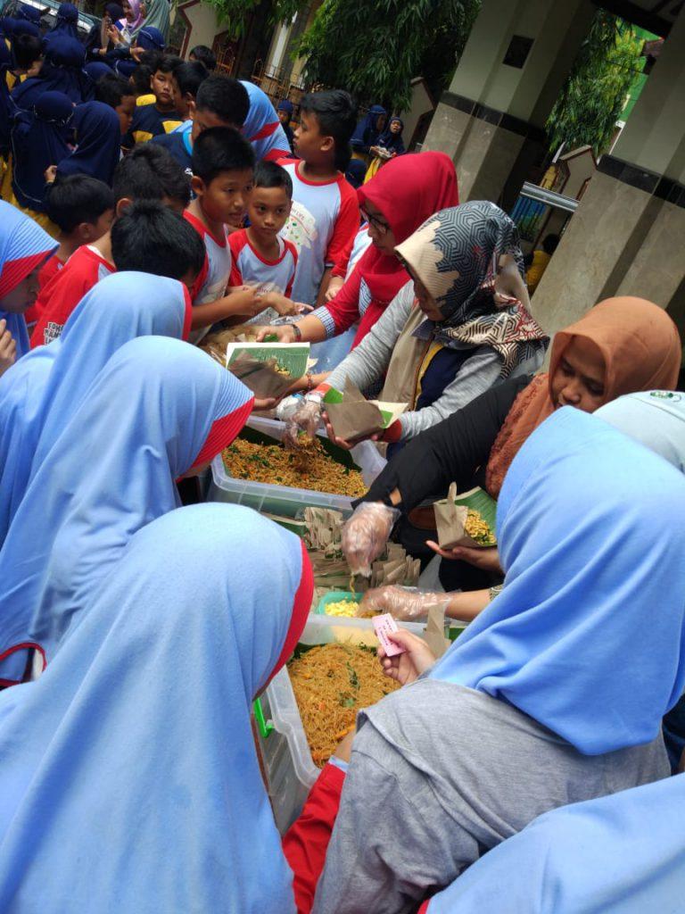Peringatan Hari Gizi dan Makanan, SD Muhammadiyah PK Kottabarat Hadirkan jajanan Tradisional