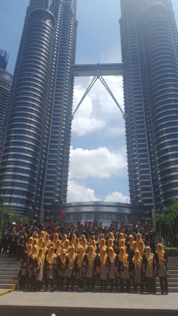 90 Siswa SMP Muhammadiyah Program Khusus Kottabarat Solo Edutrip ke Singapura dan Malaysia