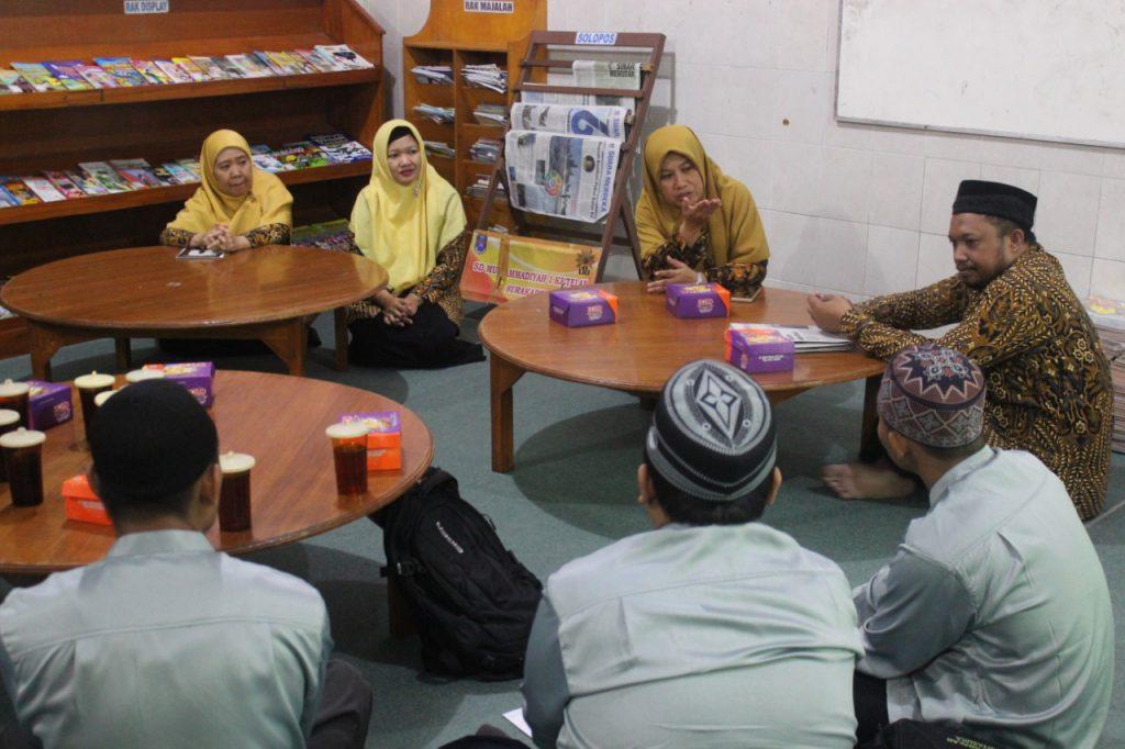 SDM 1 Ketelan Terima Studi Banding SDIT Ar Risalah Kartasura