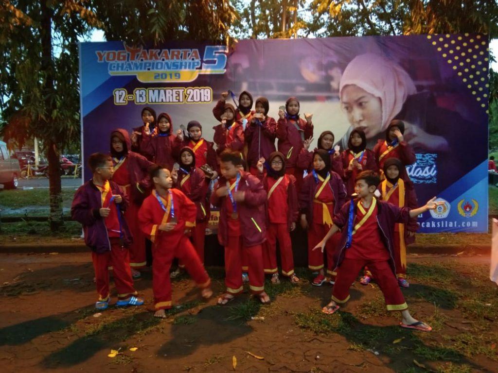 Sebanyak 24 SD Muhammadiyah 1 Ketelan Solo memborong medali dalam kejuaraan nasional pencak silat Yogyakarta Championship 5 2019 di Sportorium Universitas Muhammadiyah Yogyakarta (UMY), Bantul, Selasa (12/3/2019).