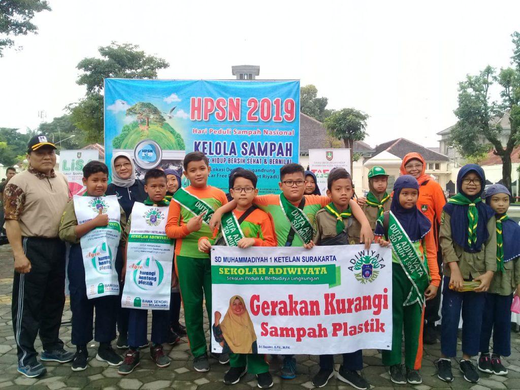 Duta Adiwiyata SD Muh 1 Solo Semarakkan Hari Peduli Sampah Nasional