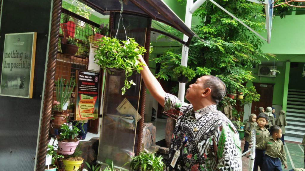 Ciptakan Sekolah Ramah Lingkungan, SD Muhammadiyah 1 Solo Gelar Lomba Taman