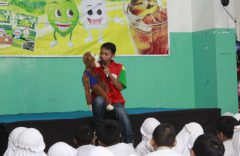 SD Muhammadiyah PK Kottabarat Solo Mendongeng Sambil Berbagi Di  Hari Medongeng Internasional