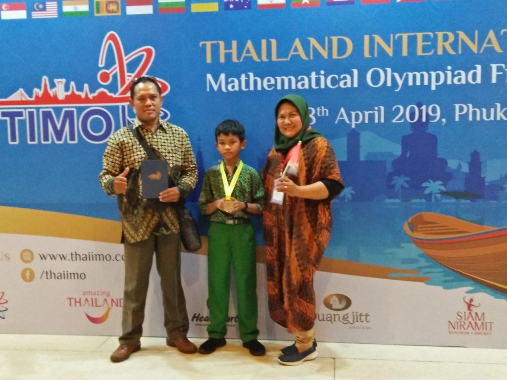 Siswa SD Muhammadiyah PK Kottabarat Raih Silver Award di Thailand