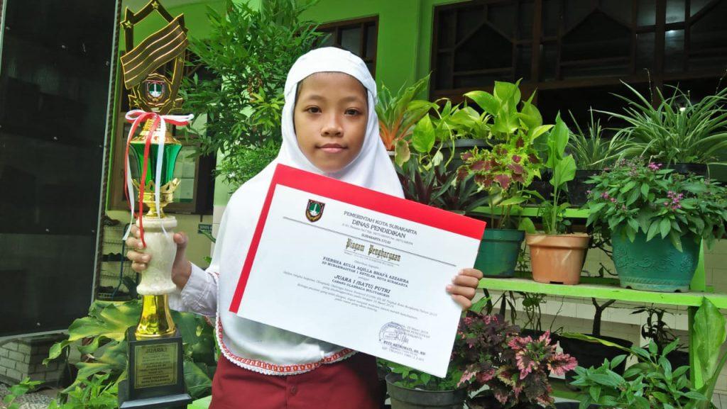 Raket Patah Jelang Lomba, Fiersha Aulia Aqilla Shafa Azzahra  Sabet Juara Satu