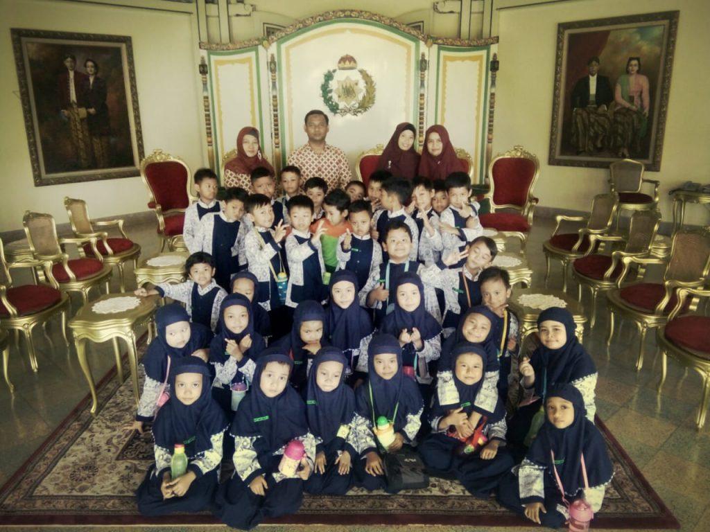 SD Muhammadiyah 1 Ketelan, Solo Kunjungi Pura Mangkunegaran Untuk Mengenal Arsitektur Jawa dan Eropa