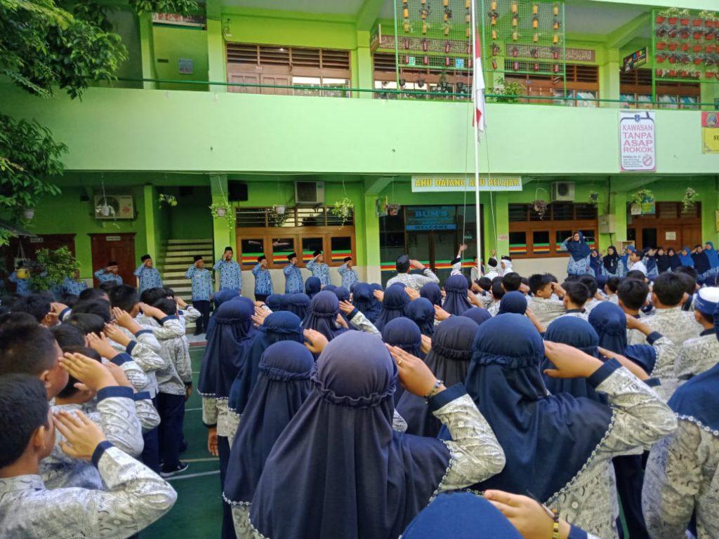 Hardiknas, SD Muhammadiyah 1 Ketelan Solo Gelar Upacara dan Periksa Gigi