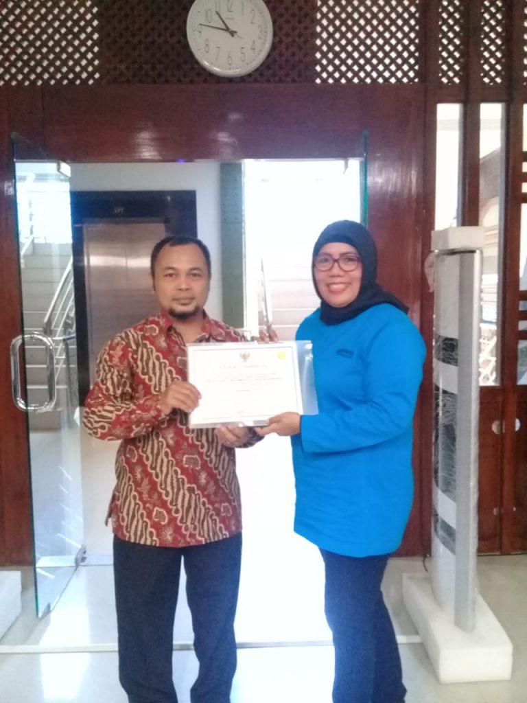 Berbudaya Baca Tinggi, Perpustakaan SD Muhammadiyah 1 Ketelan Solo Terima Sertifikat Perpusnas RI