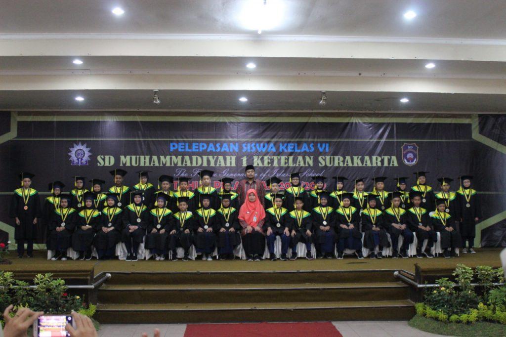 Beragam Penghargaan Prestasi Warnai Pelepasan SD Muhammadiyah 1 Solo
