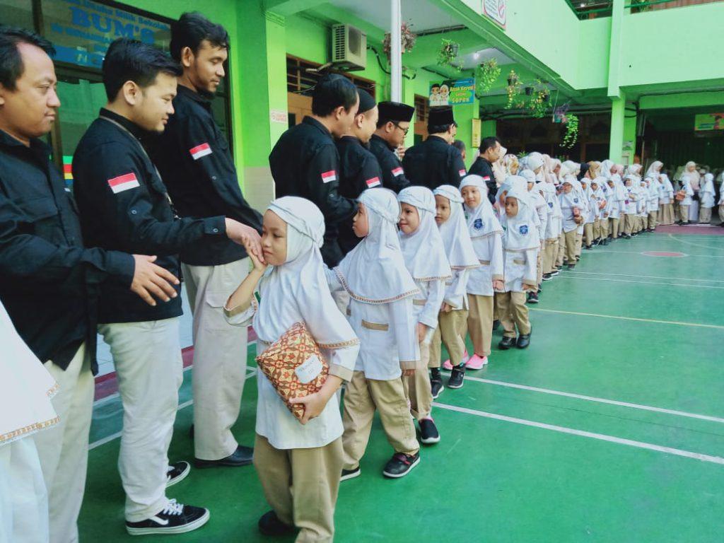 Halal bi Halal SD Muhammadiyah 1 Solo, Ajarkan Praktik Adab Bersalaman