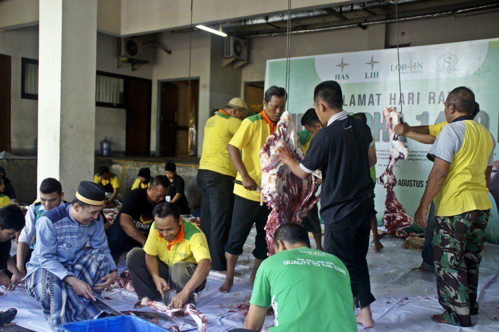 Peringati Idul Adha, Lorin Group Bagikan 900 Kantong Daging Kurban