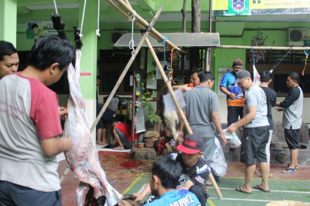 Penyembelihan Qurban di SD Muhammadiyah 1 Ketelan Solo