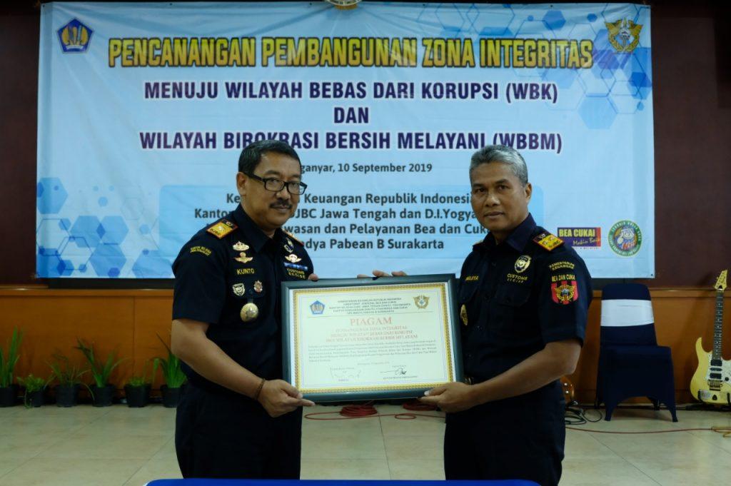 Pencanangan Zona Integritas menuju Wilayah Bebas dari Korupsi dan Wilayah Birokrasi Bersih Melayani Kantor Pengawasan dan Pelayanan Tipe Madya Pabean B Surakarta