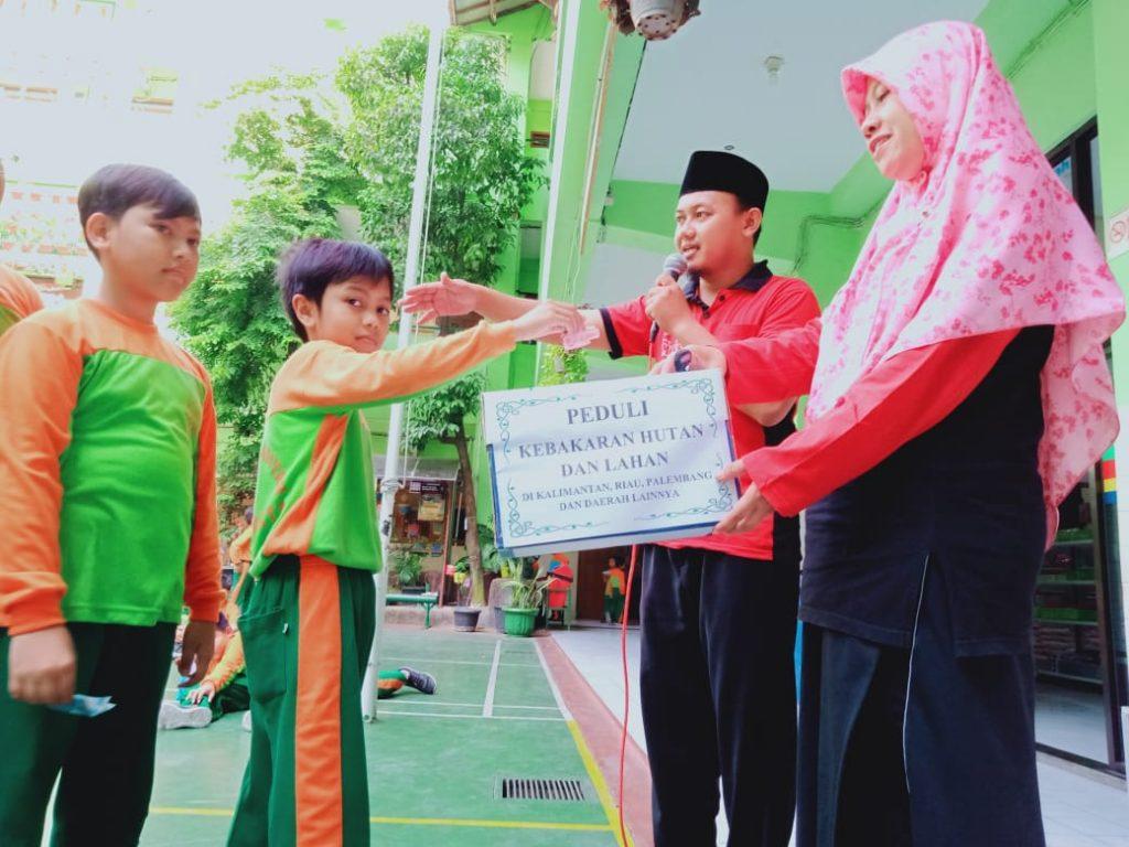 SD Muhammadiyah 1 Solo Galang Dana Bagi Korban Karhutla