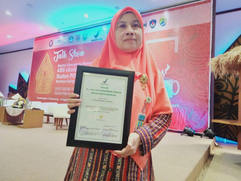 Galakkan Kantin Sehat, SD Muhammadiyah 1 Ketelan Raih Piagam BPOM