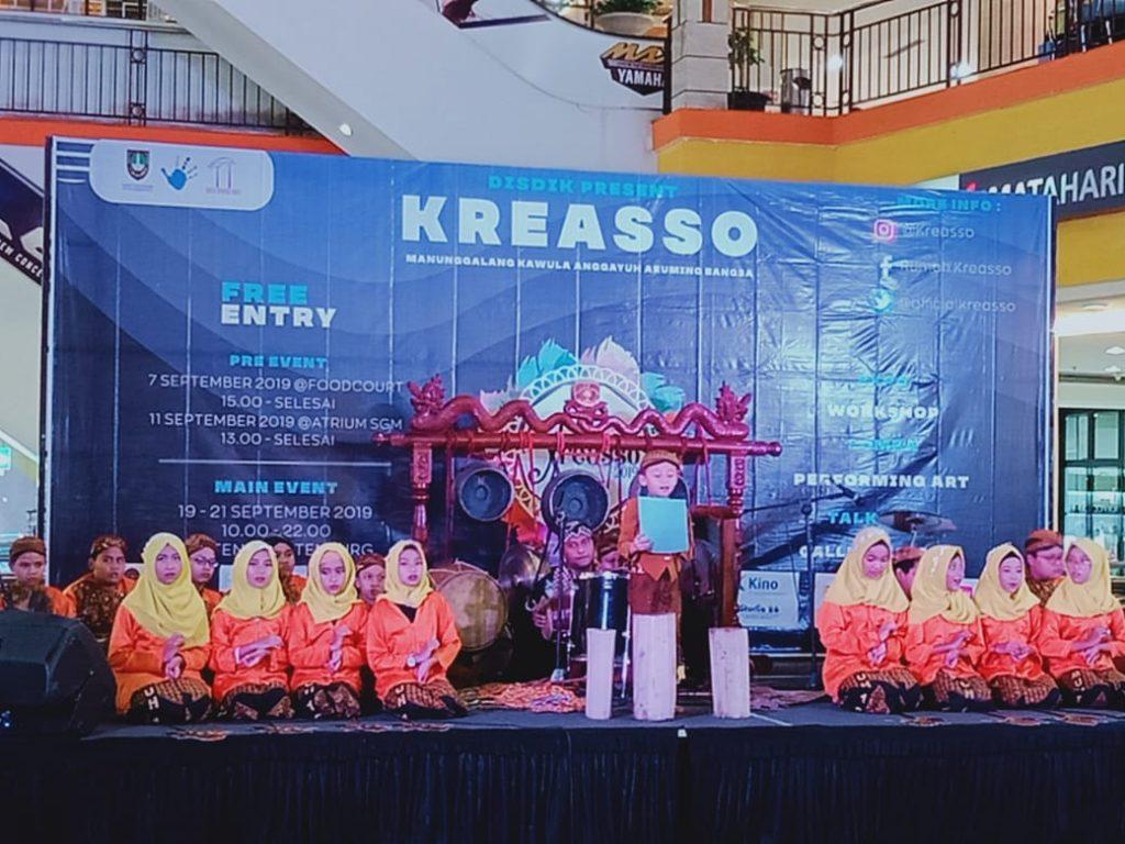 Tampil Memukau Teater Tradisi Fragmen Wayang Kulit SD Muhammadiyah 1 Ketelan Pre Event Kreasso