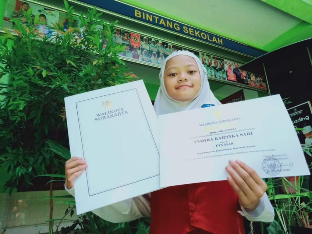 Indira Kartika Sari, Siswi SD Muhammadiyah 1 Ketelan Solo, Terima Piagam Penghargaan Wali Kota