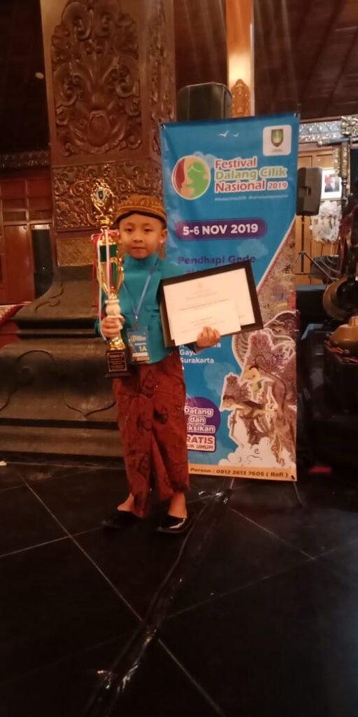 Gibran Maheswara menyabet gelar juara tiga, dalam Festival Dalang Cilik Nasional 2019