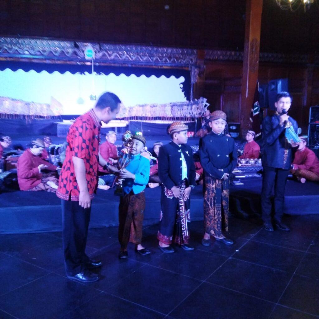 Gibran Maheswara Raih Juara Festival Dalang Cilik Nasional