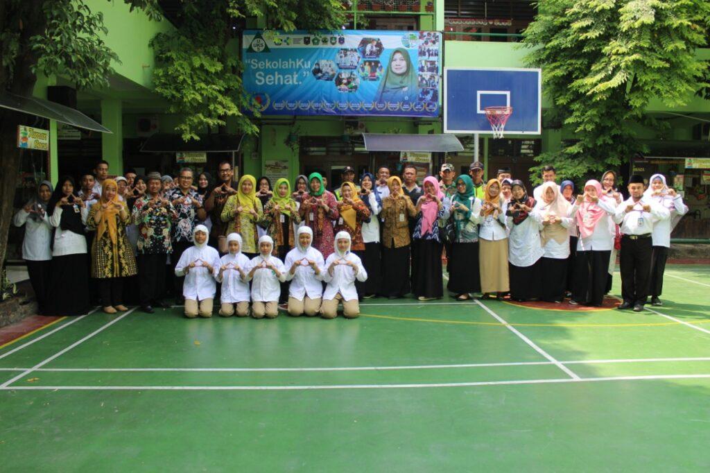 Tim Visitasi Lomba Sekolah Sehat Nilai SD Muhammadiyah 1 Ketelan Solo