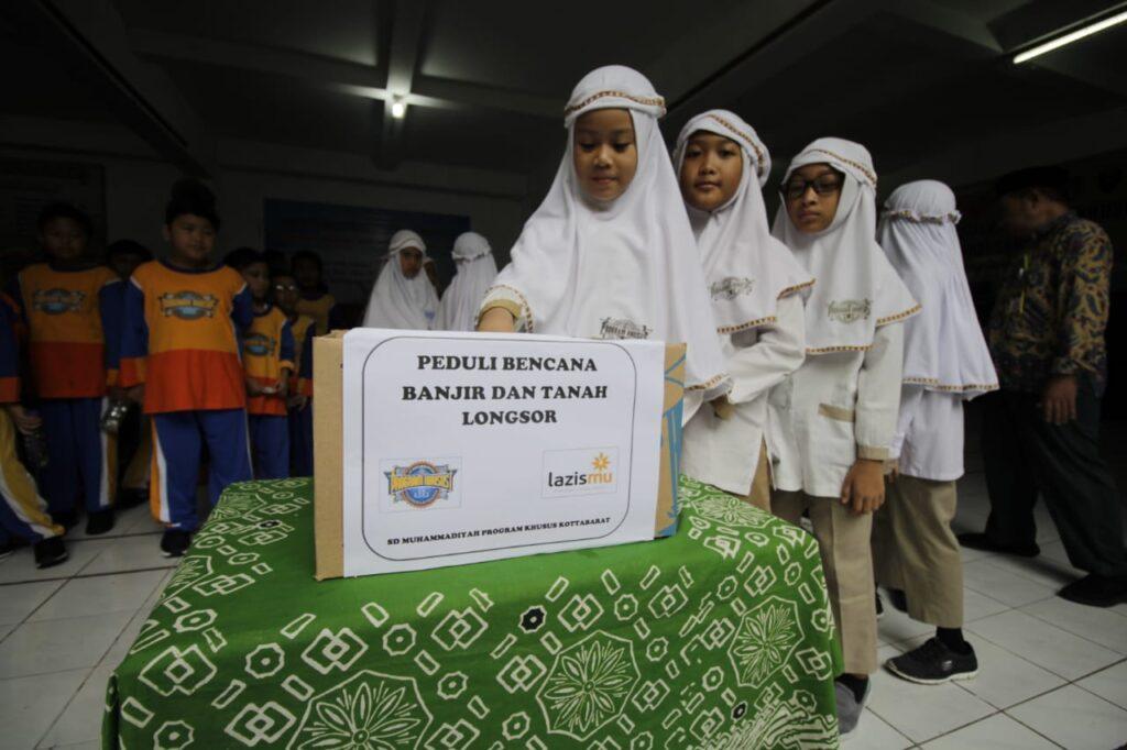 Wujud Kepedulian, Siswa SD Muhammadiyah Program Khusus Kottabarat Solo Galang Dana Bencana