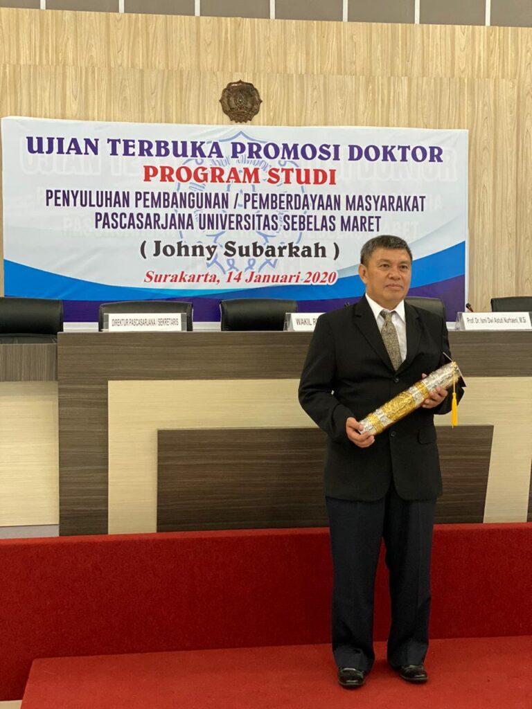Sosok : Johny Subarkah, Doktor Bidang Pemberdayaan Masyarakat (CSR) dari UNS