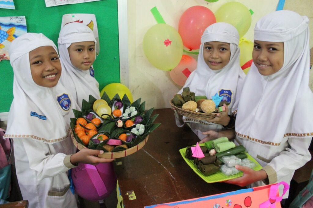 Pelajari Keberagaman Indonesia, SD Muhammadiyah 1 Ketelan Gelar Festival Makanan