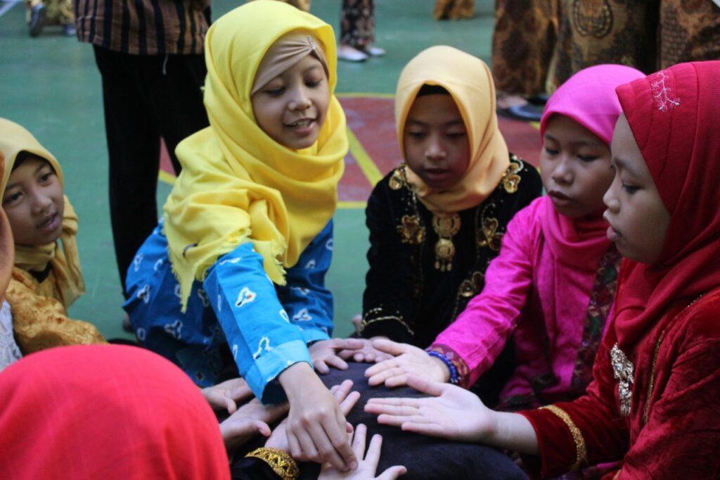 SD Muhammadiyah 1 Ketelan Solo Ajak Siswa Bermain Sambil Melestarikan Permainan Tradisional