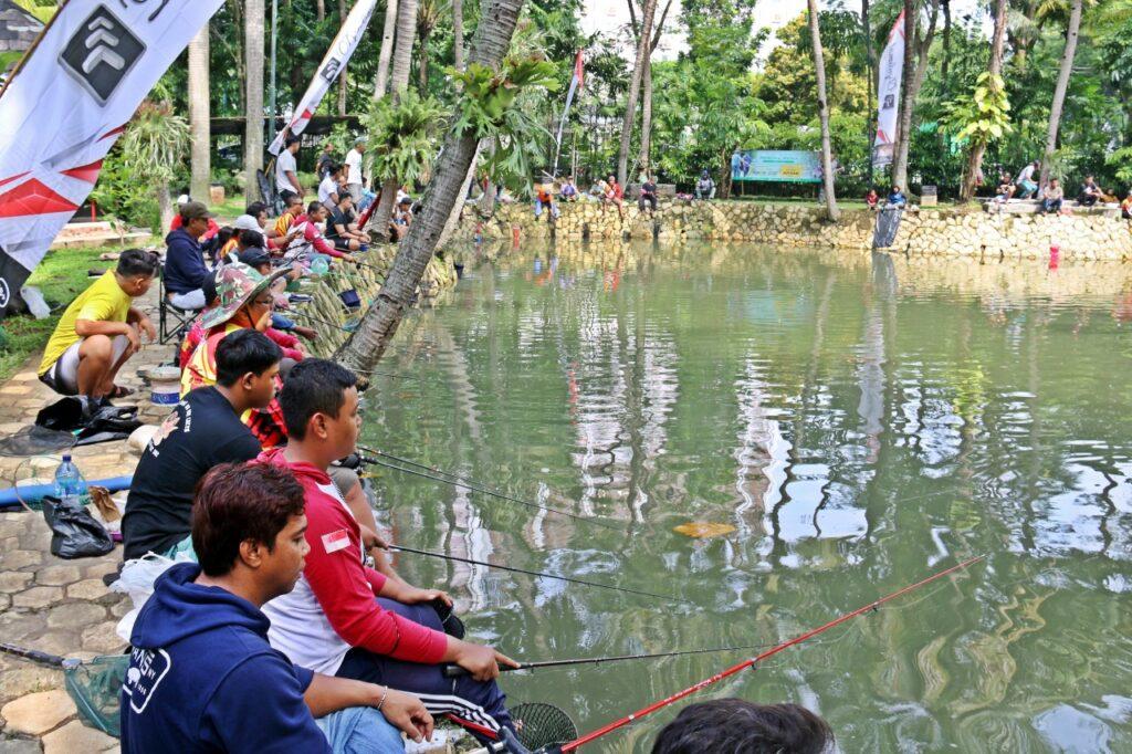 Seru! Lomba Mancing Mania di Kampoeng Ikan Lorin