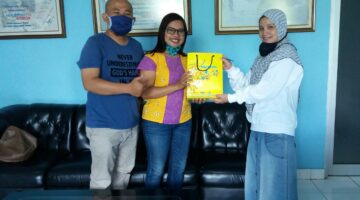 Bagi-Bagi hadiah di 16 Tahun Solopos FM