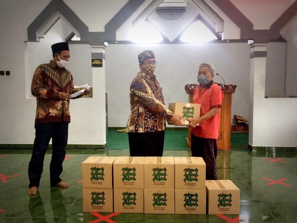 Samsat Surakarta Adakan Bina Lingkungan