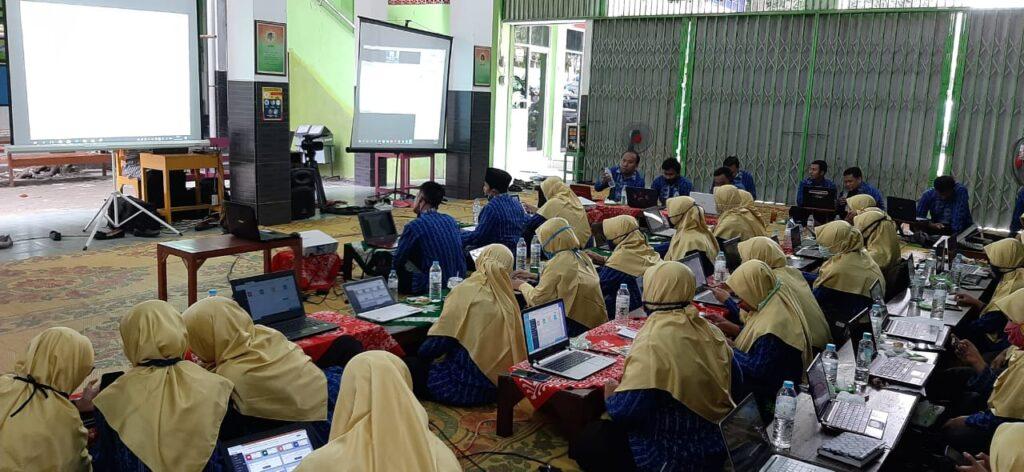 Siapkan Pembelajaran Jarak Jauh, SD Muhammadiyah Palur Gelar Pelatihan  eduMU
