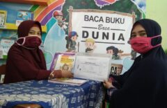 SD Muhammadiyah 1 Ketelan Solo Terapkan Protokol Kesehatan Dalam Pengambilan Bahan Pembelajaran