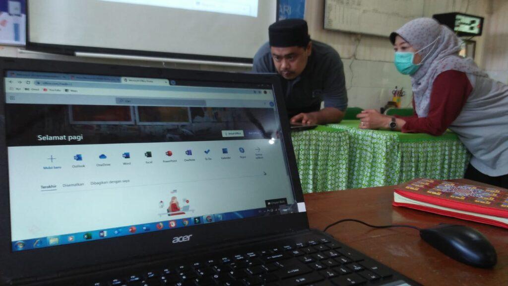 SD Muhammadiyah 1 Ketelan Solo Gelar Diseminasi Office 365
