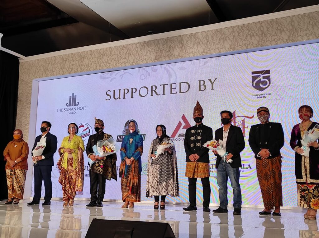 Pertiwi Solo dan The Sunan Hotel Gelar Fashion Show Virtual