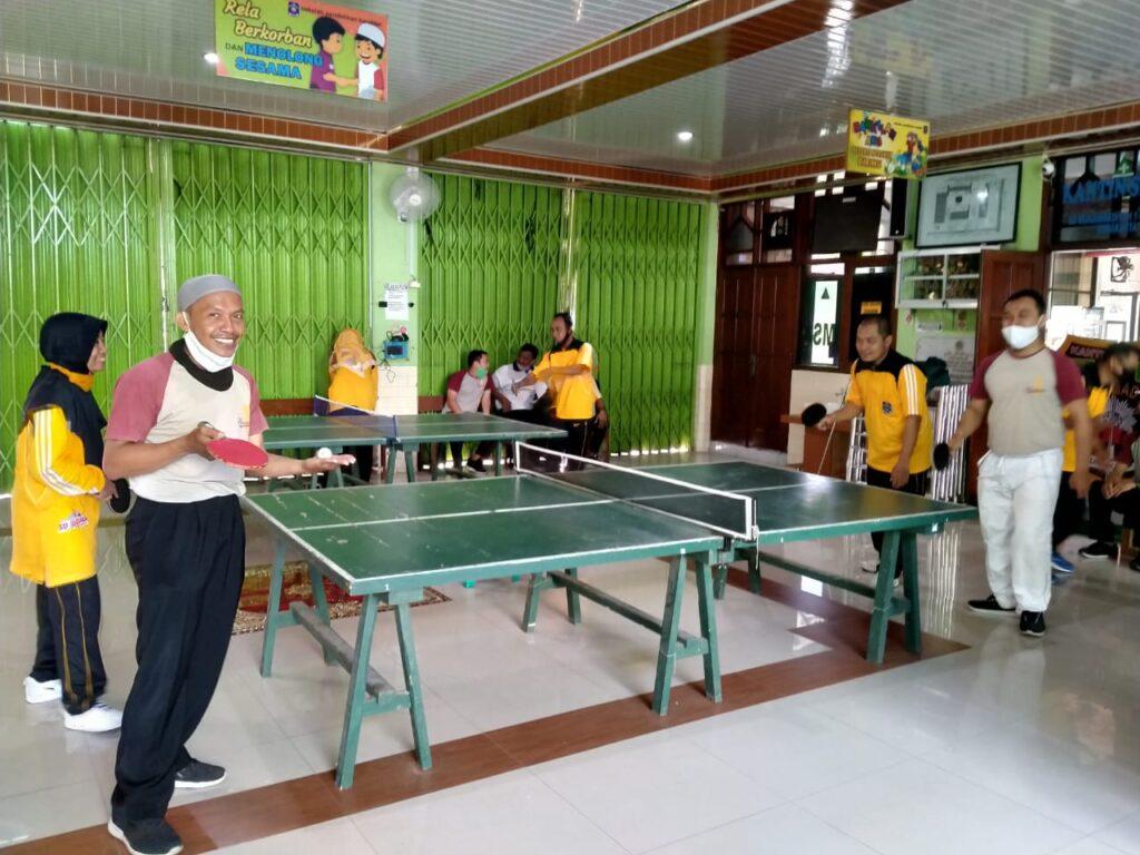 Menyatukan Persahabatan Dua Sekolah Lewat Pertandingan Tenis Meja