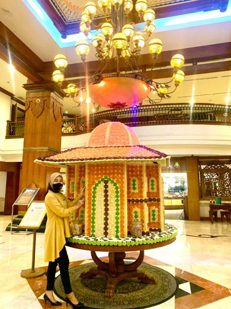 "Miniatur Masjid Dari ""Rengginan"" di The Sunan Hotel Solo"