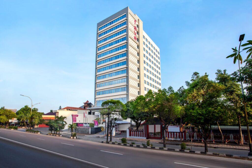 Puluhan Staff favehotel Solo Manahan Solo Terima Vaksin